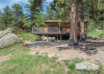 Cottage Cabin 3 at RV Park Estes CO